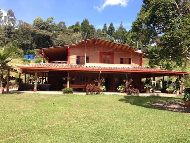 Beautyful Countryhouse -Hermosa finca campestre - Guarne - Nature lodge