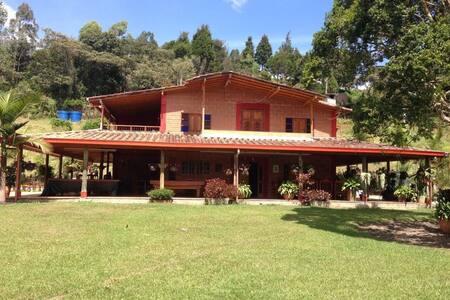 Beautyful Countryhouse -Hermosa finca campestre - Guarne - Домик на природе