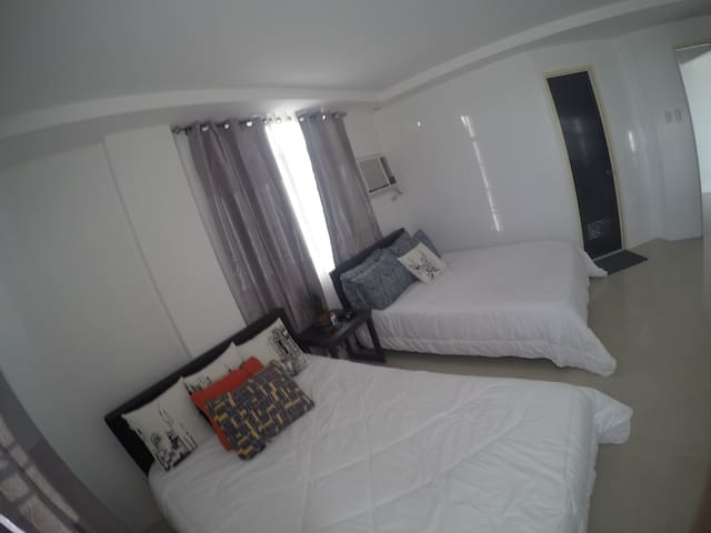 Elegant Private Room at Casa Enrile near airport - Manila - Huis