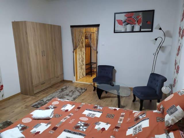 Tatabánya Újvárosban felújított lakás kiadó.