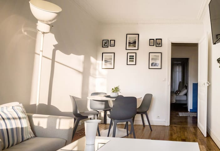 NEWLY REFURBISHED, COSY FLAT IN RESIDENTIAL AREA