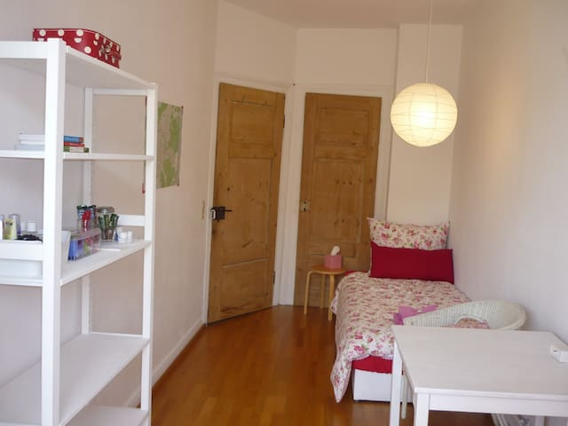 Cosy Room for Women in Charming Flat (only for♀)