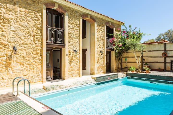 Beachside villa Creta Seafront Residences I