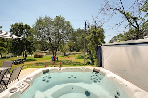Cedar Point Retreat,3 bed, Lake home with hot tub