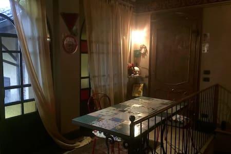 Confortevole e intimo, alloggio a San Michele M.vì - San Michele Mondovì - 独立屋