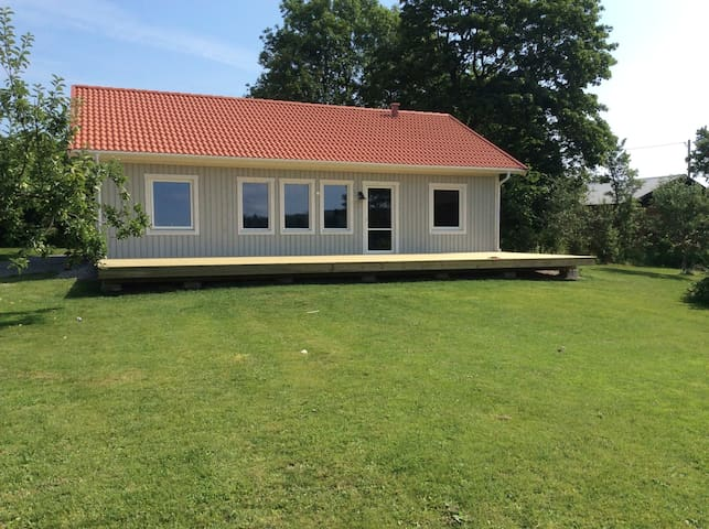New holiday home with river view - Gustafs - Huis