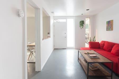 Quiet comfortable apartment in live/work art loft - Los Angeles