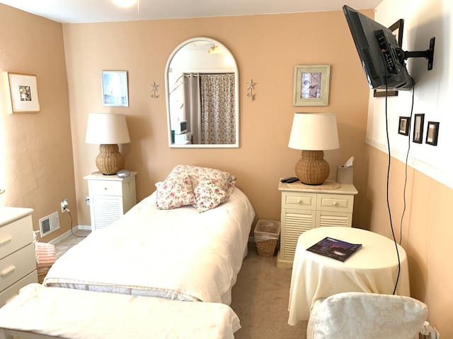 Just Beachy! Private Room near Beach & Boardwalk