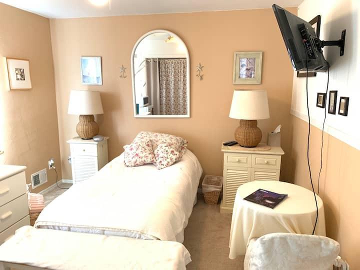 Just Beachy! Private Room near Beach & Boardwalk