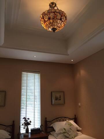 怀旧客房的吊灯