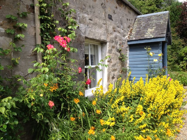 Rose Cottage on Dunalastair highland estate - Dunalastair - Hus
