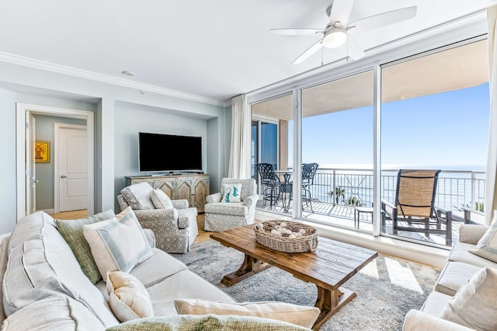 Modern Gulf Front Condo w/ Multiple Pools On-Site, Steps To Dining