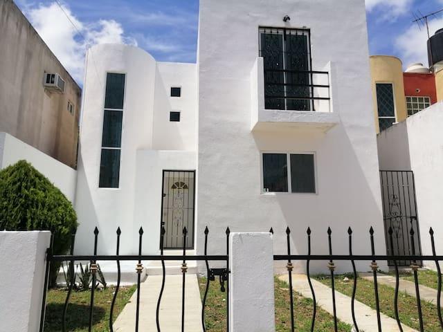 Casa El Fénix (cómoda, limpia, bien ubicada).
