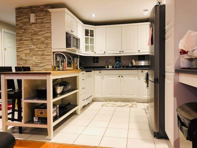 Full kitchen with kitchen island