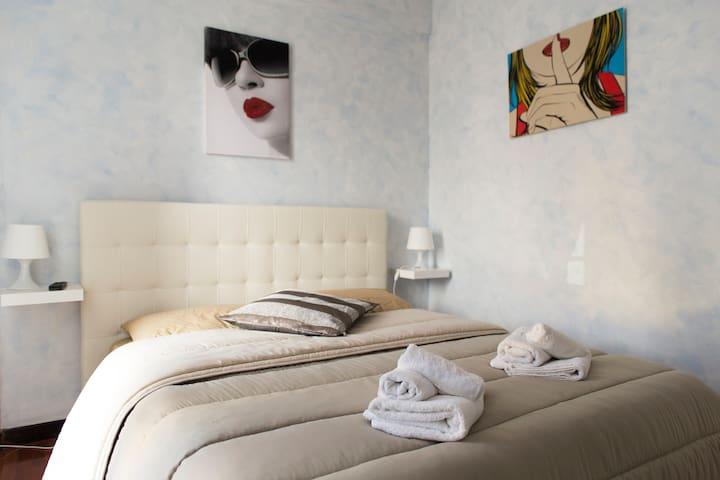 stanza la camelia - Ciampino - Bed & Breakfast