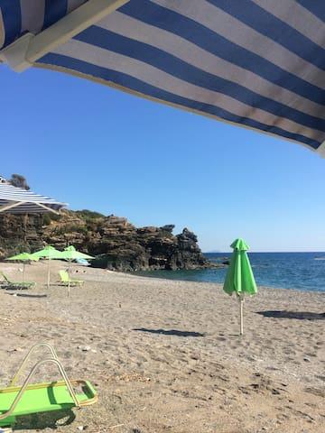 Крит,Вилла 300м , море 50м, бассейн - Korakas - บ้าน