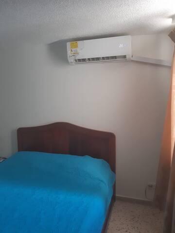Amplio y cómodo cuarto en el corazón del rodadero