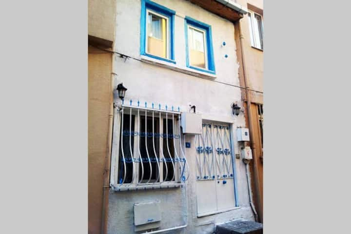 Cosy House-Double Storey in Istanbul