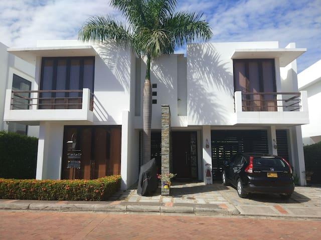 Casa en Girardot, lujoso conjunto residencial