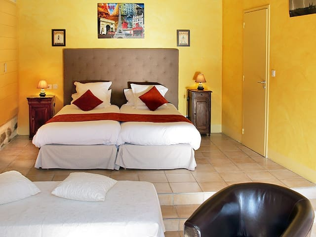 Room & furnished terrace