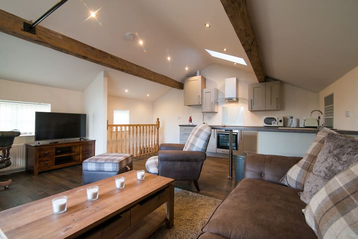 Beautiful modern spacious home with parking - Holmfirth - Haus