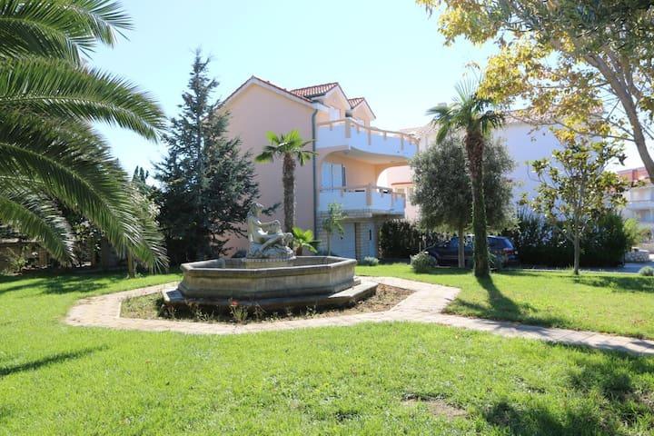 Apartment for 6 people - Novalja - House
