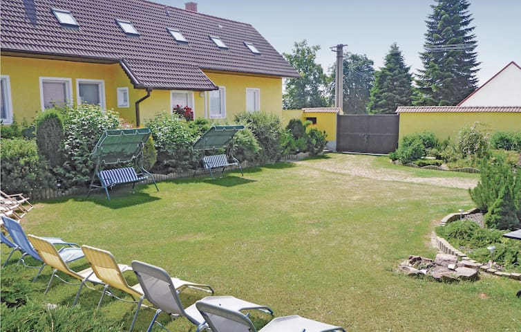 Former farm house with 4 bedrooms on 144 m²