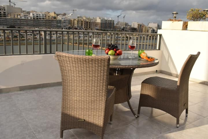 Stunning Sea View Penthouse with Sunny Terrace