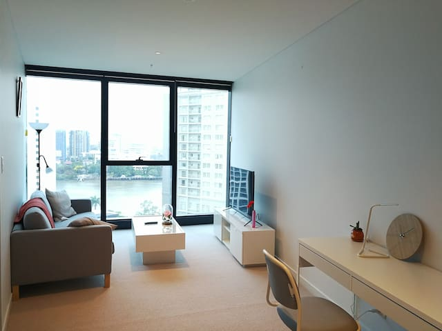 Stunning CBD Riverview Apartment