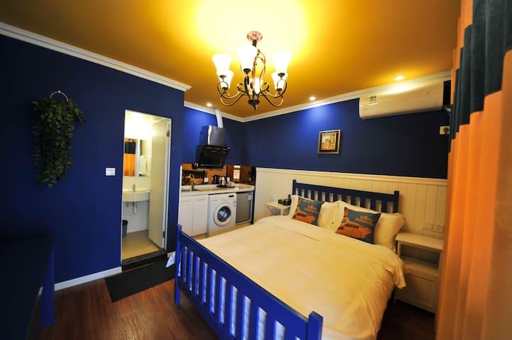 成都卷舒堂印象酒店梦幻蓝花园大床单间 - Chengdu - Apartment