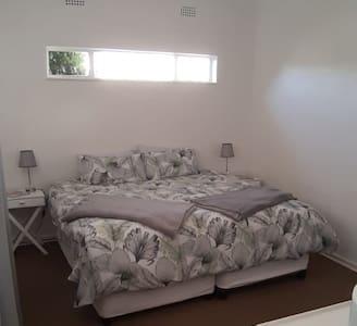 Sunny private Garden Room