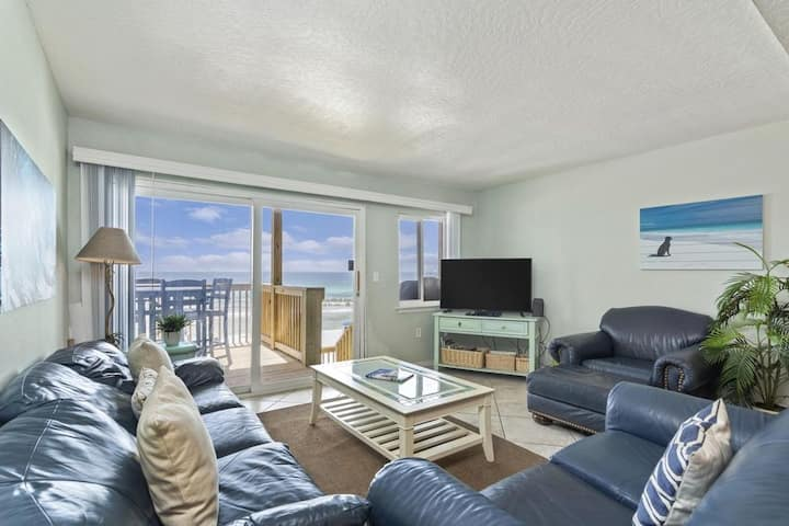 Affordable 4BR Townhouse DIRECTLY ON THE BEACH!