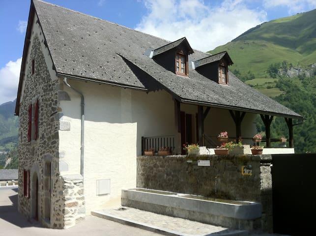Vallée d'Aspe: maison 10 p - Borce - Huis