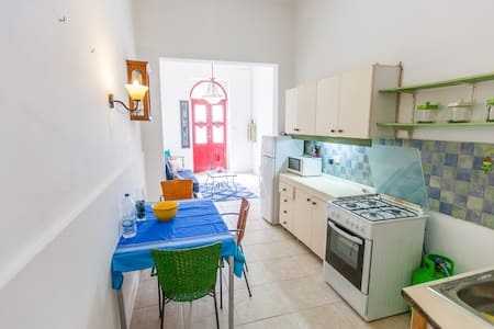 Small ground floor maisonette. - Tas-Sliema