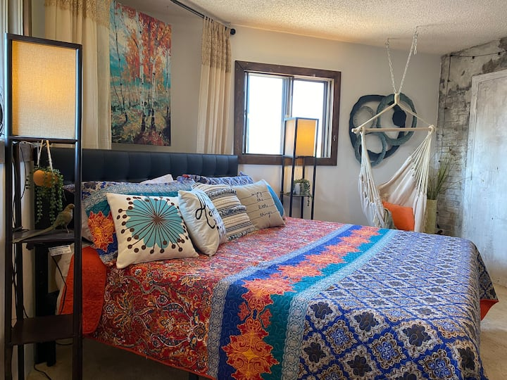 The HIPPIE PAD -calm, funky, comfort-BEST VALUE!
