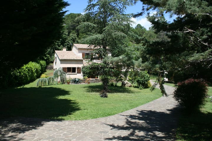 Comfortable Gite in lovely gardens with big pool - Bordezac - House
