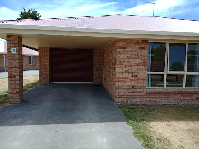 All Inn Strahan Holiday Units - 2 Bedroom (2)