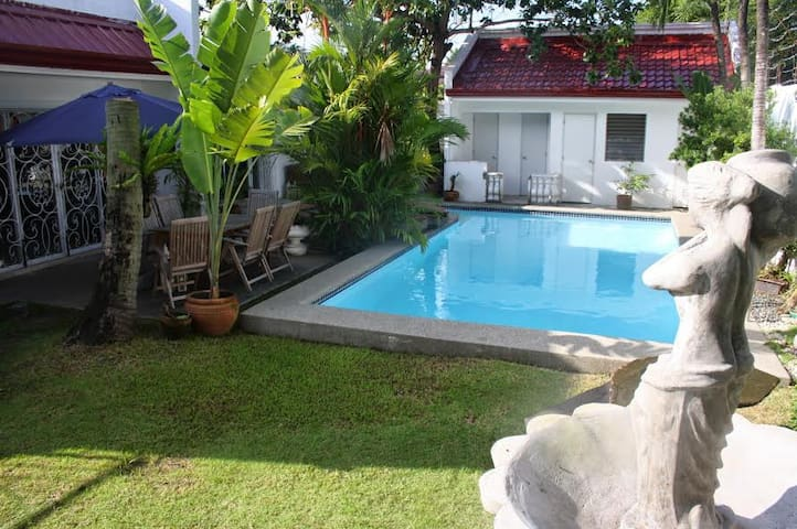 House in BF Homes in Paranaque w/ Pool and Jacuzzi