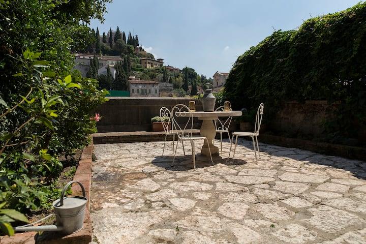 Ponte Pietra Appartamento con giardino M0230911478