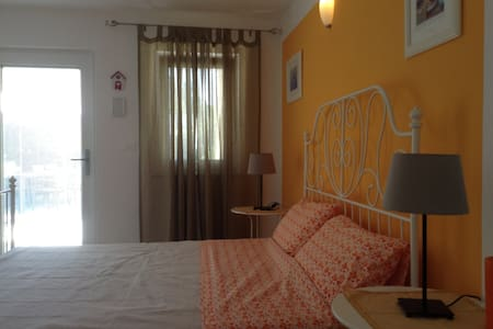 QUIET TRIPLE ROOM IN VILLA WITH SWIMMING POOL - Rasopasno - Villa