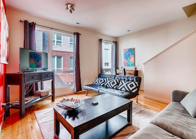 Sunny Rowhouse in the ❤ of trendy RiNo District