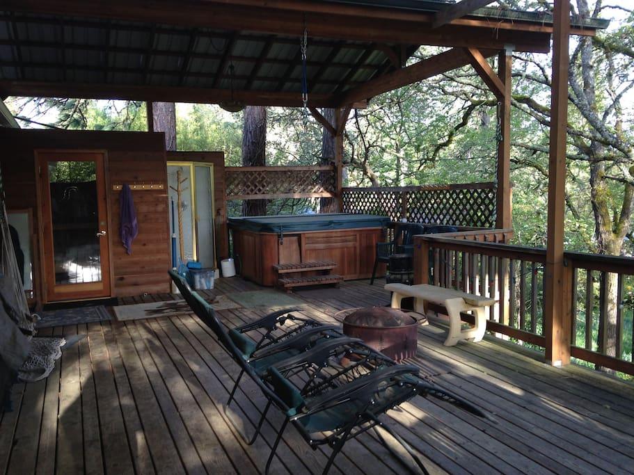 Sauna and hot tub/jacuzzi