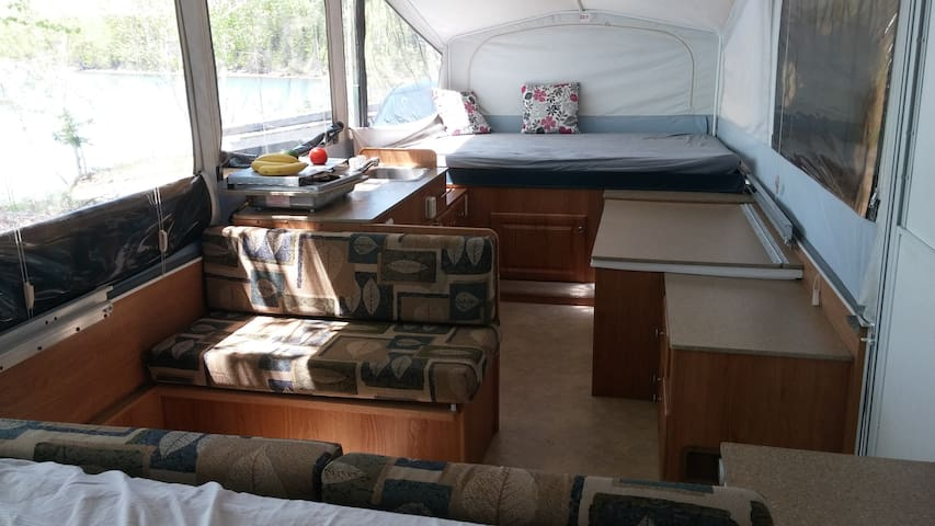 Family Camper with Shower and bathroom - Antigonish - รถบ้าน/รถ RV