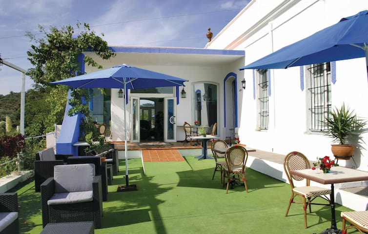Holiday cottage with 6 bedrooms on 268 m²