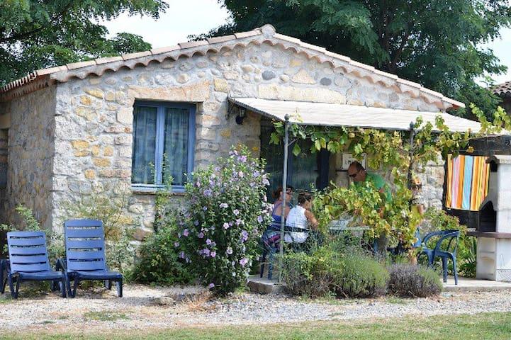"""Maisonnette""""18"""" avec terrasse, bbq accès piscine"""