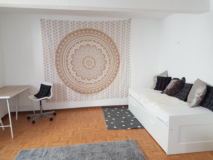 Golden Room, Neu-Anspach
