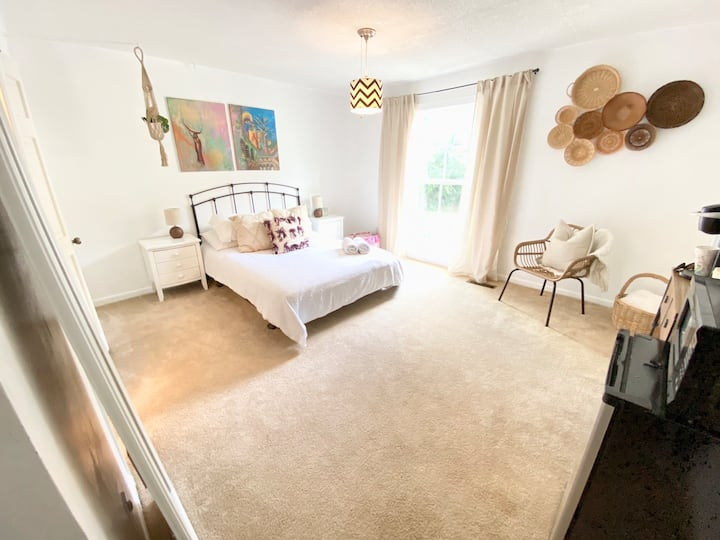 Enjoy Peaceful Private BR & Private BA @Crestwood