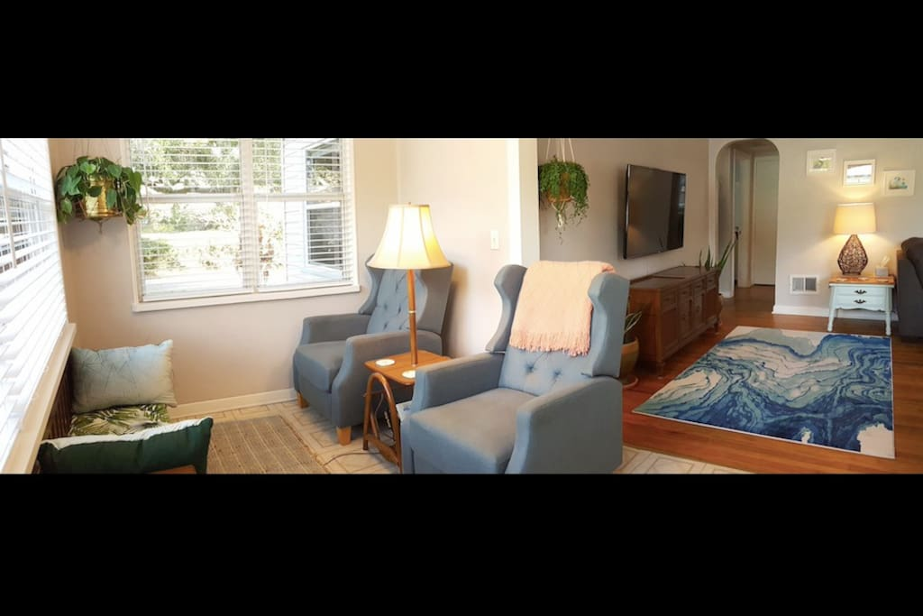 Bright front sitting room. A very relaxing place to read or have your morning coffee.