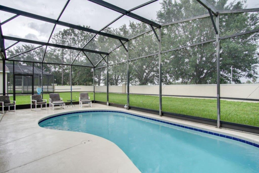 Pool-Lounge-1