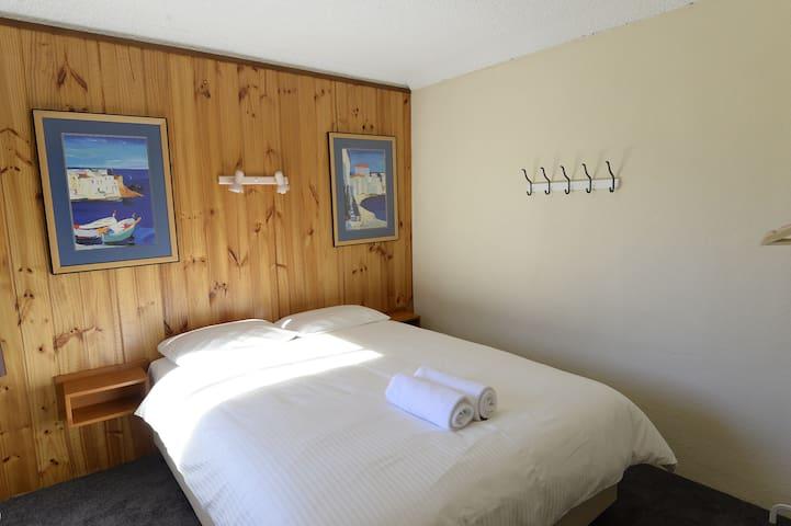 Unit8 Bedroom2